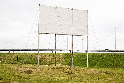 Leere Plakatwand - p1043m779504 von Ralf Grossek