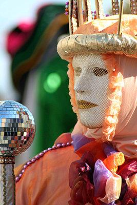 Maskierter in Venedig - p1620032 von Beate Bussenius