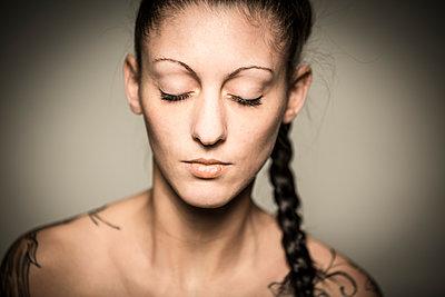 Portrait - p552m891908 by Leander Hopf