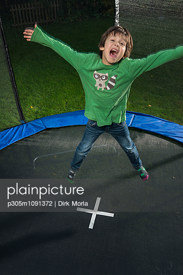 Spass auf dem Trampolin - p305m1091372 von Dirk Morla
