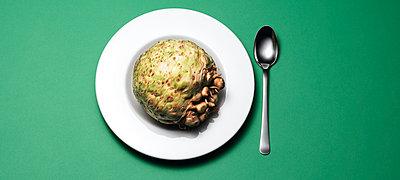 Sellerie auf Suppenteller, Essen, Nahrung, Lebensmittel - p1316m1161146 von Robert Striegl