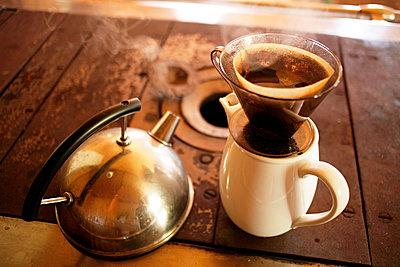 Wie Kocht Kaffee plainpicture kaffee kochen altmodisch altmodisch bildsuche