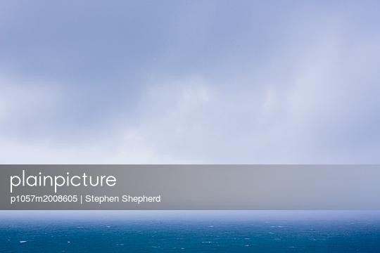 Wolken über dem Meer - p1057m2008605 von Stephen Shepherd