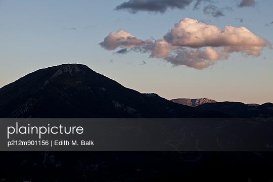 Bergwolken - p212m901156 von Edith M. Balk