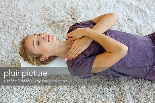 Breathing exercise - p1678m2258859 by vey Fotoproduction