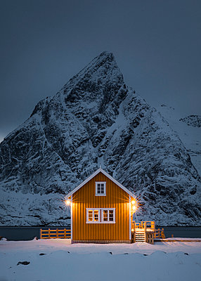 Red house and beautiful mountain  in Stunning Norway - p1166m2130400 by Cavan Images
