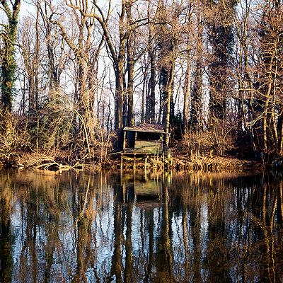 Kleine Angelhütte im Wäldchen - p5450002 von Ulf Philipowski