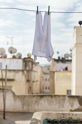 Morocco, Fes, Clothes on the clothesline - p1167m2269956 by Maria Schiffer