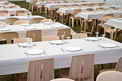 Well-laid tables outdoors - p265m1115841 by Oote Boe
