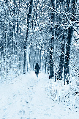 Schneespaziergang - p470m1556390 von Ingrid Michel