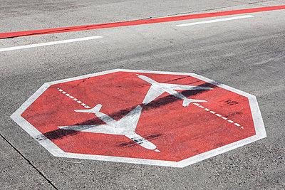 Flughafen - p713m2099162 von Florian Kresse