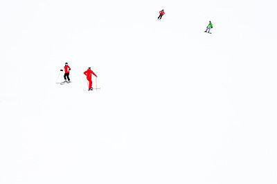 Skifahren - p7980207 von Florian Loebermann