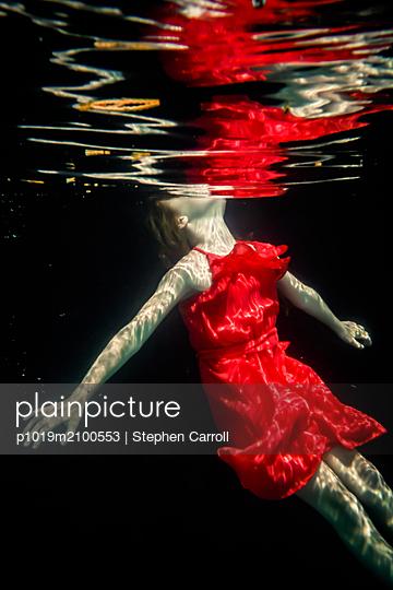 Girl Underwater  - p1019m2100553 by Stephen Carroll