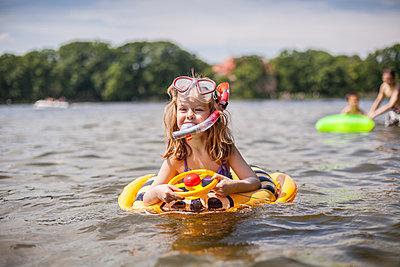 Little girl splashing about in lake - p1394m1440848 by benjamin tafel