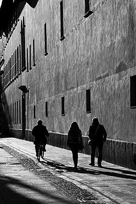 Shadows - p1403m2271413 by Molteni&Motta
