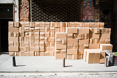 Cardboard boxes in Galata - p798m1025699 by Florian Loebermann