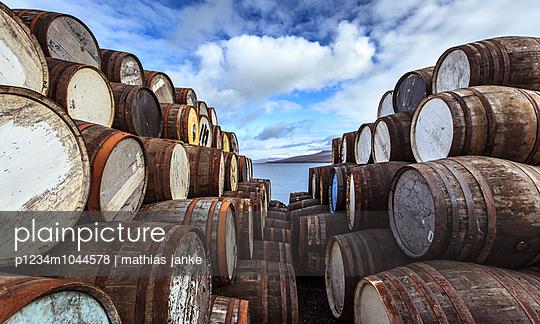 Whiskyfässer  - p1234m1044578 von mathias janke