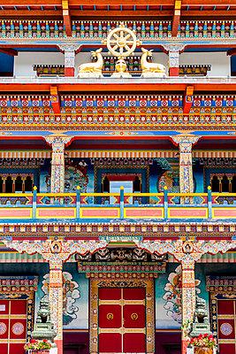 Hauptportal eines Buddhistischen Tempels, La Boulaye - p248m1034114 von BY