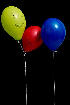 Drei Luftballons - p451m1082866 von Anja Weber-Decker