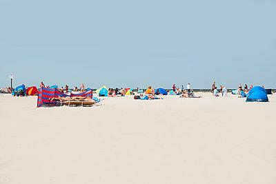 Uraluber am Strand von Sankt Peter-Ording - p719m2133206 von Rudi Sebastian