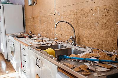 Renovating kitchen - p312m2139161 by Anna Johnsson