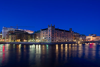 Stockholm, Sweden, View of waterfront and parliament building at dusk - p352m1078692f by Björn Olin
