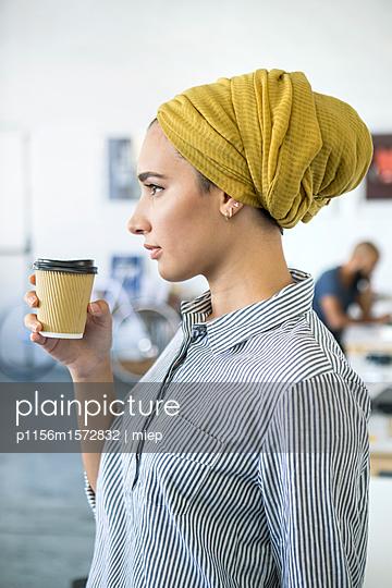 Junge Frau, Startup Unternehmen - p1156m1572832 von miep