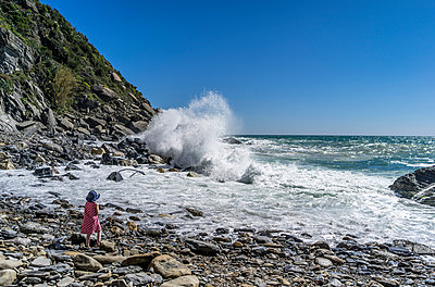 Girl on shore, Cinque Terre - p393m1044463 by Manuel Krug