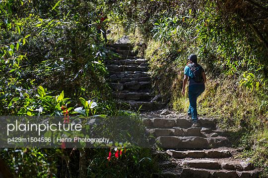 plainpicture   Photo library for authentic images - plainpicture p429m1504596 - Woman moving up stairway on... - plainpicture/Cultura/Henn Photography
