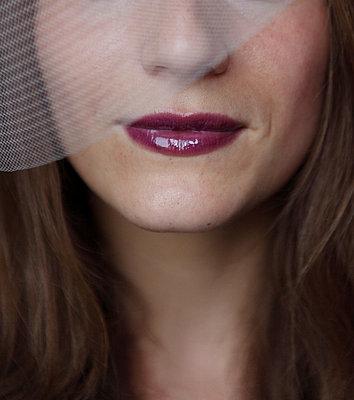 Woman with lipstick - p045m925854 by Jasmin Sander