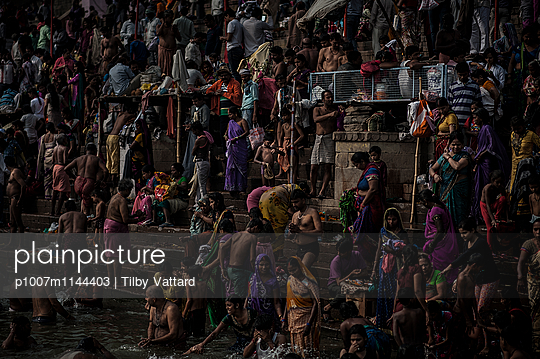 Crowd on the ghats - p1007m1144403 by Tilby Vattard