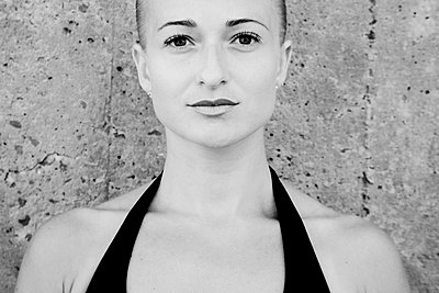 Head and Shoulders Portrait of Young Adult Woman with Slicked Back Hair - p694m1493454 by Julio Calvo