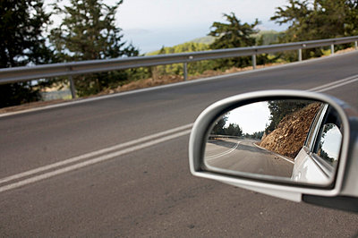 Driving a car - p5861530 by Kniel Synnatzschke