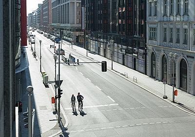Einsame Friedrichstrasse - p1599m2175857 von Sandra Bergemann