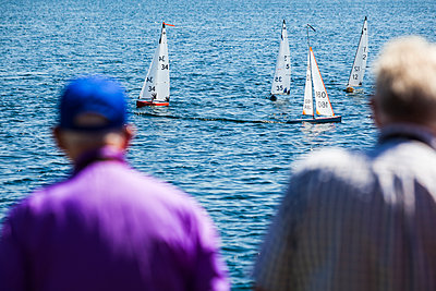 Members of the Cotswold Model Yacht Club enjoy sailing in the summer heatwave. - p1057m2020708 by Stephen Shepherd