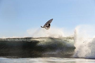 Surfer on a wave - p1166m2137493 by Cavan Images