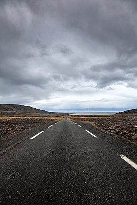 Empty rural road in the finnmark - p1168m1563604 by Thomas Günther