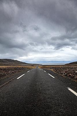 Einsame Landstraße in der Finnmark - p1168m1563604 von Thomas Günther