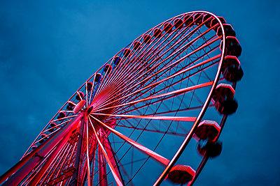 Ferris wheel - p401m2216413 by Frank Baquet