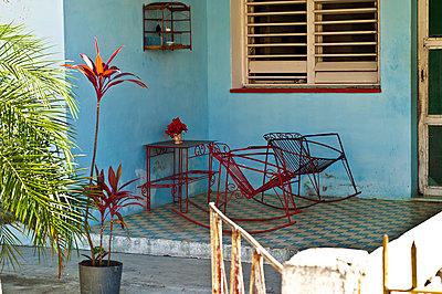 Terrasse, Havanna, Kuba - p473m997447f von Stock4B