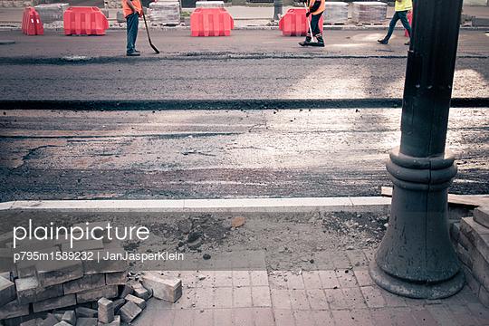 Baustelle in Kiew - p795m1589232 von Janklein