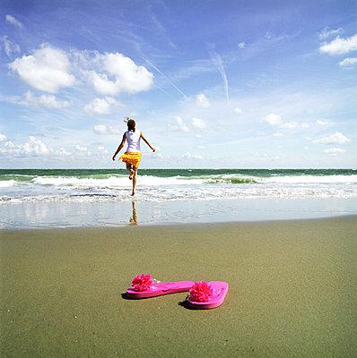 Woman runs into the sea - p1231m1051553 by Iris Loonen