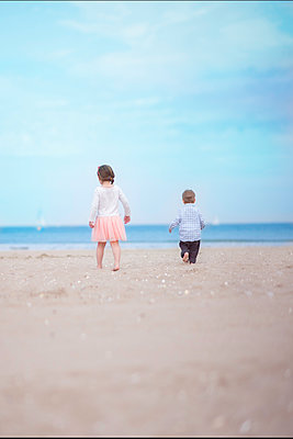 Brother and Sister Walking on the Beach - p1459m1525785 by Zoe Space