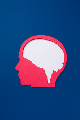 Cut out of empty human head over blue background - p1094m1015429 by Patrick Strattner