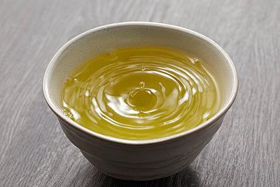 Green tea - p307m2019902 by Shingo Tosha