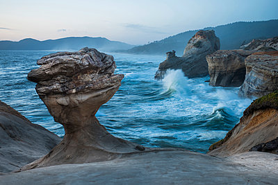 Rock formations by sea at Cape Kiwanda State Park - p1166m1489333 by Cavan Images