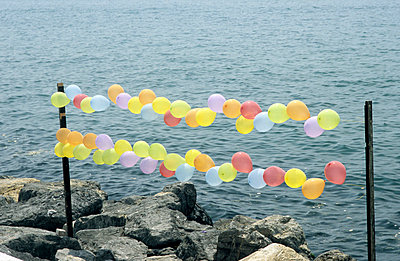 Luftballons am Marmarameer - p2370289 von Thordis Rüggeberg