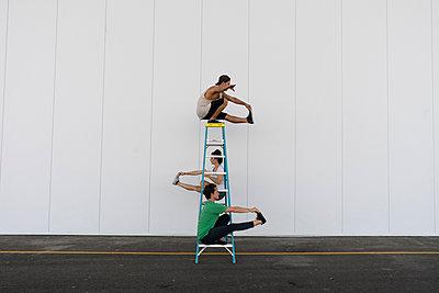 Three acrobats doing tricks on a ladder - p300m2012350 von VITTA GALLERY