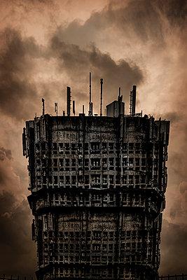 Fantasy futuristic abandoned building - p1228m1058120 by Benjamin Harte