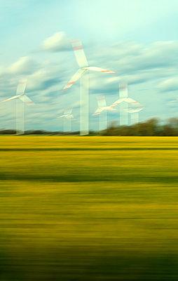 Windenergieanlagen - p1258m1134280 von Peter Hamel